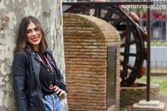 Moda complementos - Parque María Cristina - Algeciras - Inés Yáñez - Pose arbol I