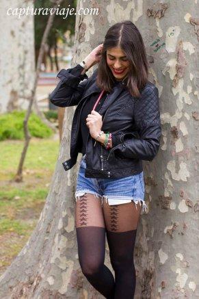 Moda complementos - Parque María Cristina - Algeciras - Inés Yáñez - Pose arbol VII
