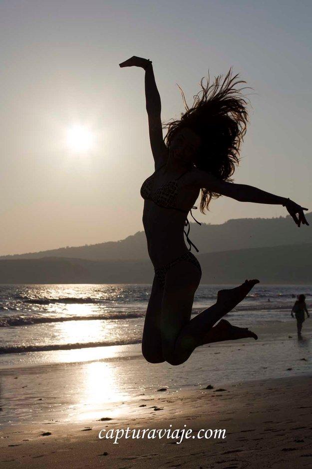 02 - Contraluz - Jugando a las marionetas - Playa de Bolonia - Tarifa