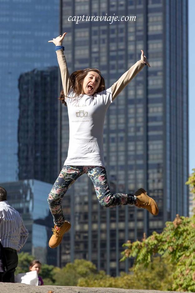 María saltando en Central Park - Manhattan - New York
